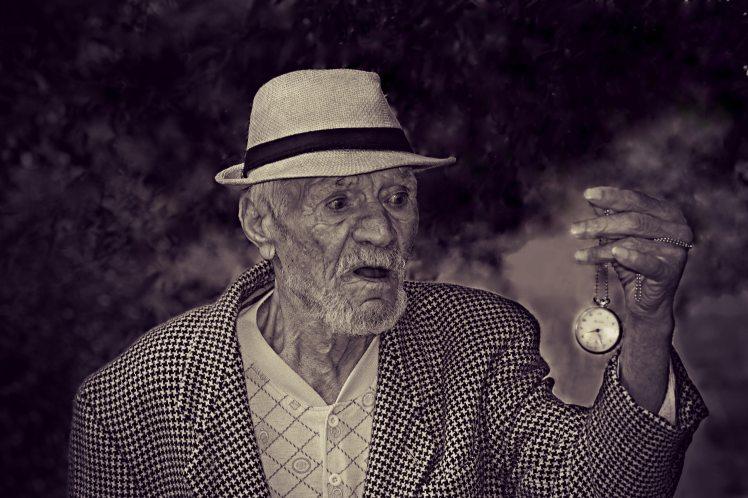 black-and-white-clock-elderly-160785