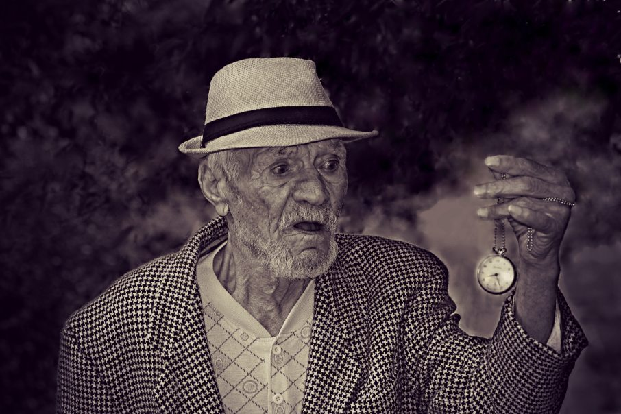 black-and-white-clock-elderly-160785